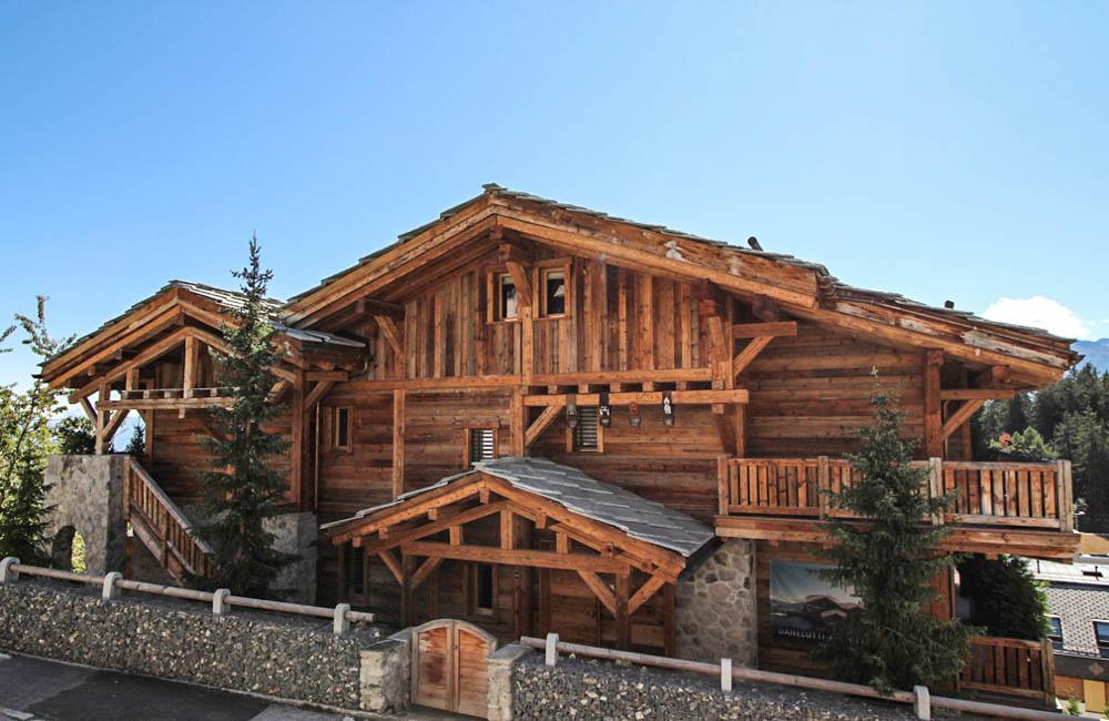 Dans l'une des plus prestigieuses résidences du Haut Plateau au centre de Crans Montana