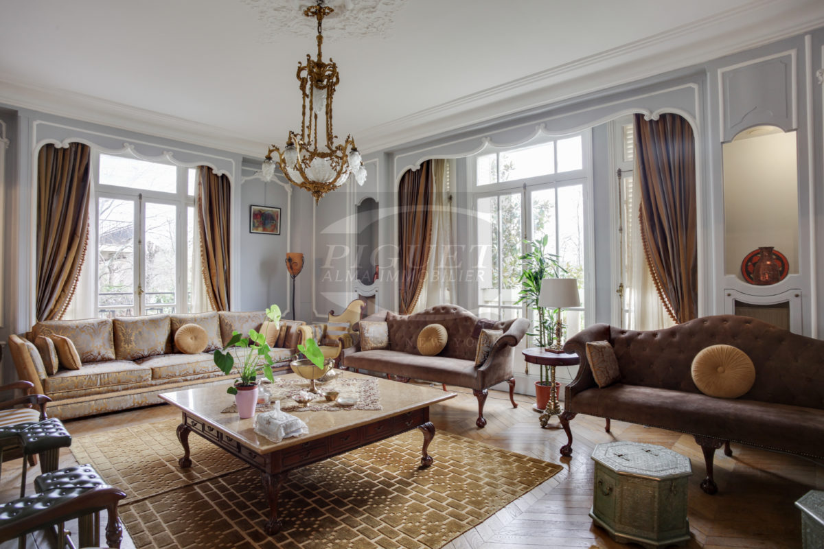 DIRECTLY FACING THE BOIS DE BOULOGNE, FULL SOUTHERN EXPOSURE WITH NO VIS-A-VIS – NEUILLY-SUR-SEINE