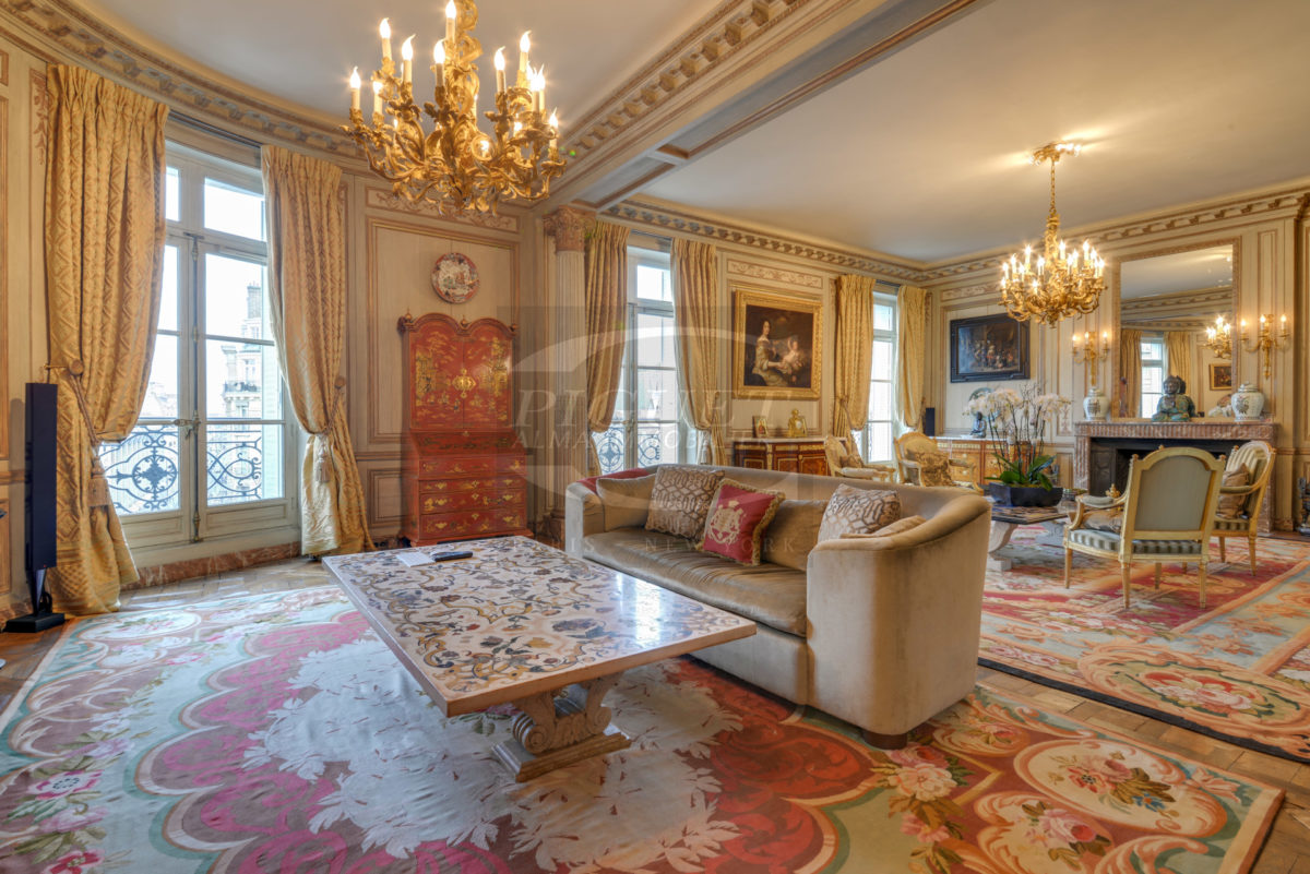 EXCLUSIVE PROPERTY – DIRECTLY ON THE PLACE OF UNITED STATES