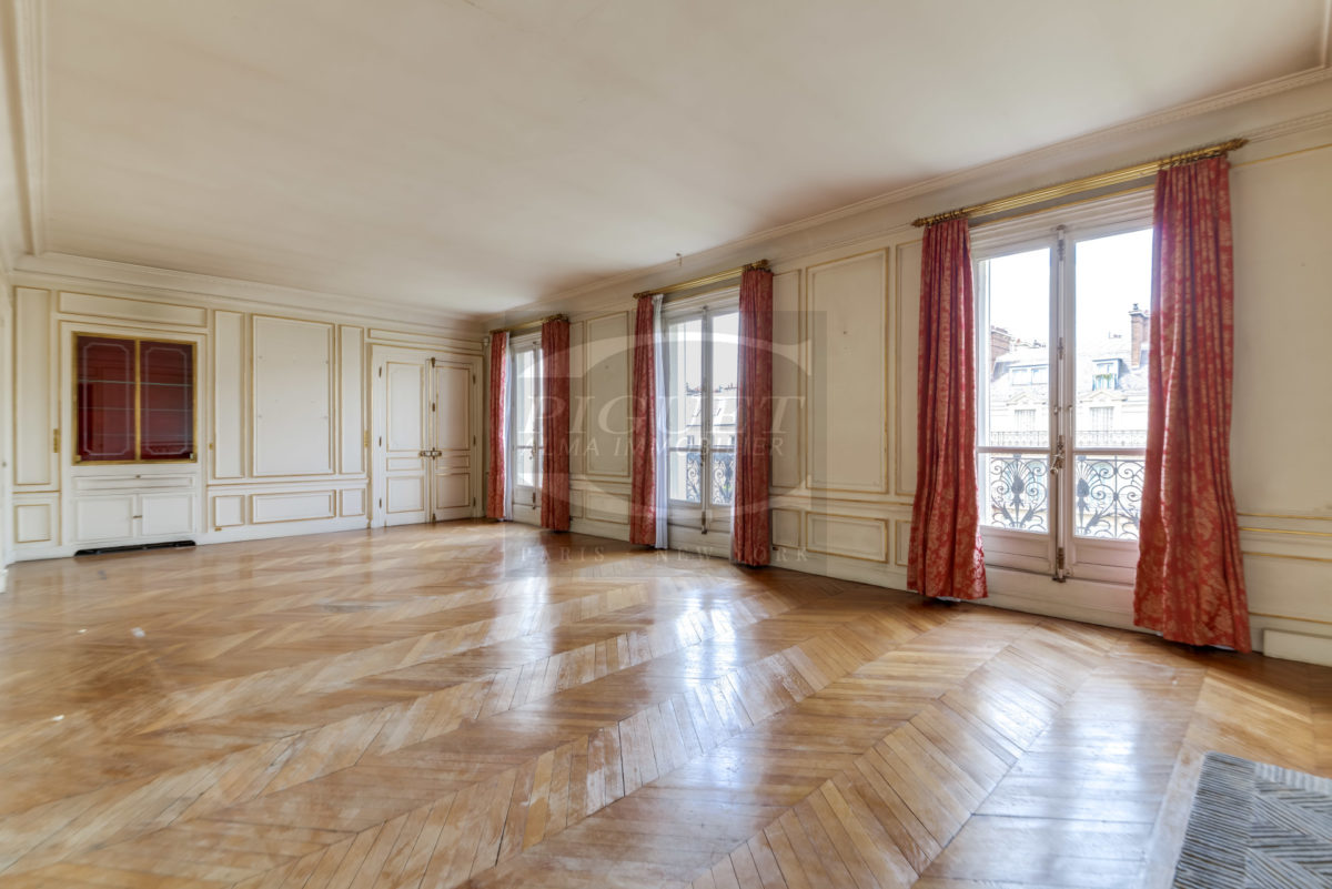 GOLDEN TRIANGLE AMAZING VIEW OF EIFFEL TOWER AND SEINE RIVER APARTMENT WITH WALK-ON TERRACE FOR SALE