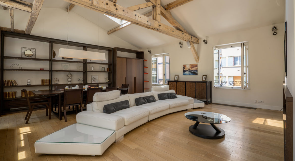 FABULOUS PRIVATE MANSION! WITH 50M2 WALK-ON TERRACE