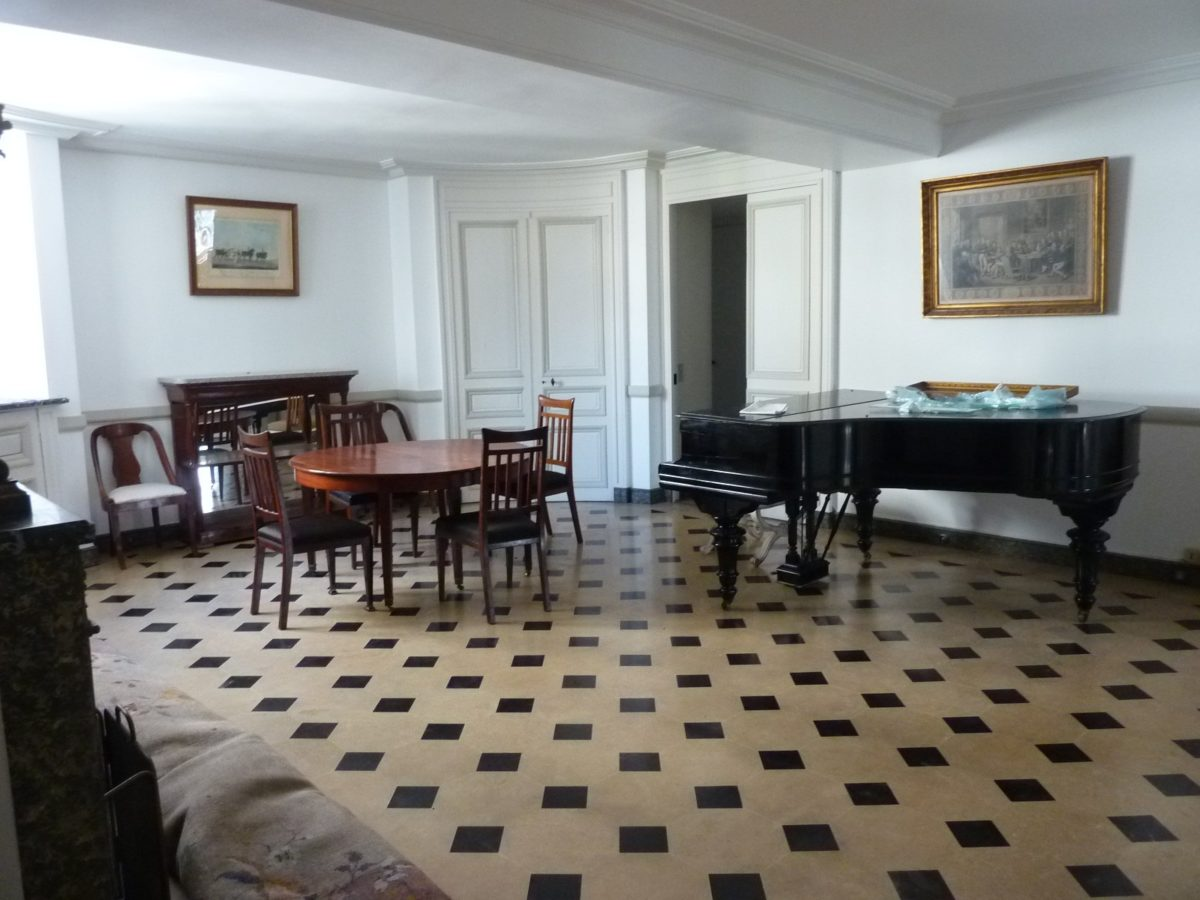 ASSEMBLEE NATIONALE FURNISHED DUPLEX APARTMENT FOR RENT