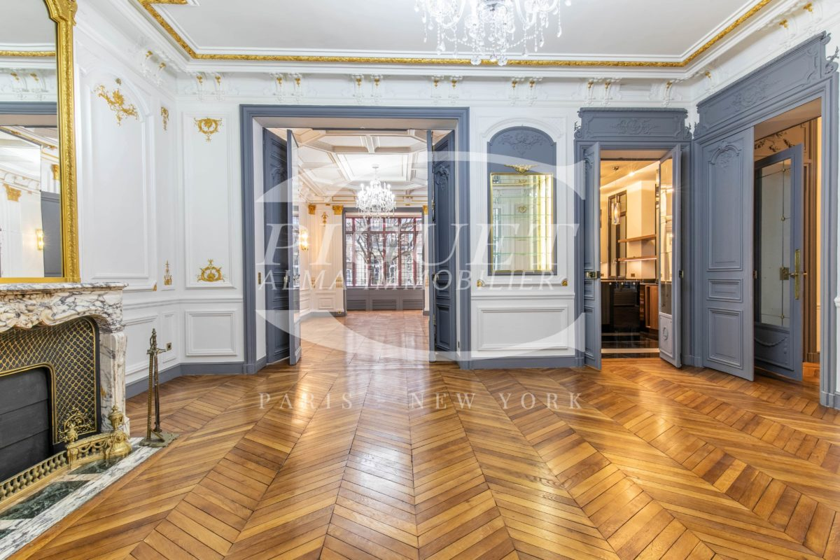 A STONE'S THROW FROM PARC MONCEAU SPLENDID FURNISHED APARTMENT FOR RENT