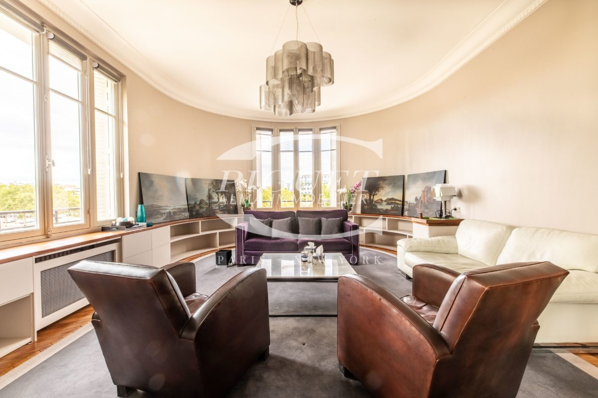 AVENUE DES TERNES-FACING THE ENTRANCE TO NEUILLY FURNISHED APARTMENT WITHOUT VIS-À-VIS FOR RENT