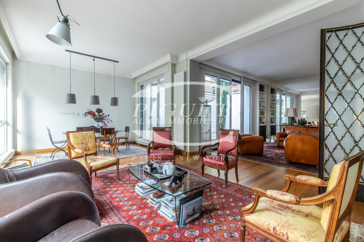 RARE PROPERTY ! ART DECO PRIVATE MANSION FOR SALE