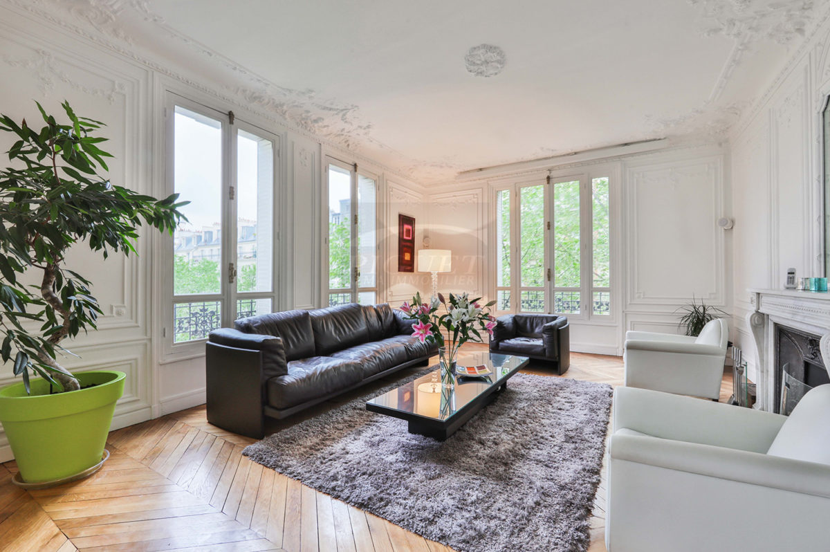 A STONE'S THROW FROM THE CHAMP DE MARS – FURNISHED APARTMENT