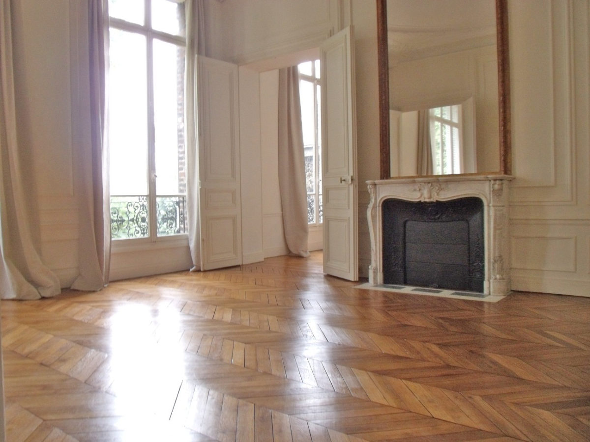 PLACE MARLENE DIETRICH SUPERB UNFURNISHED APARTMENT FOR RENT