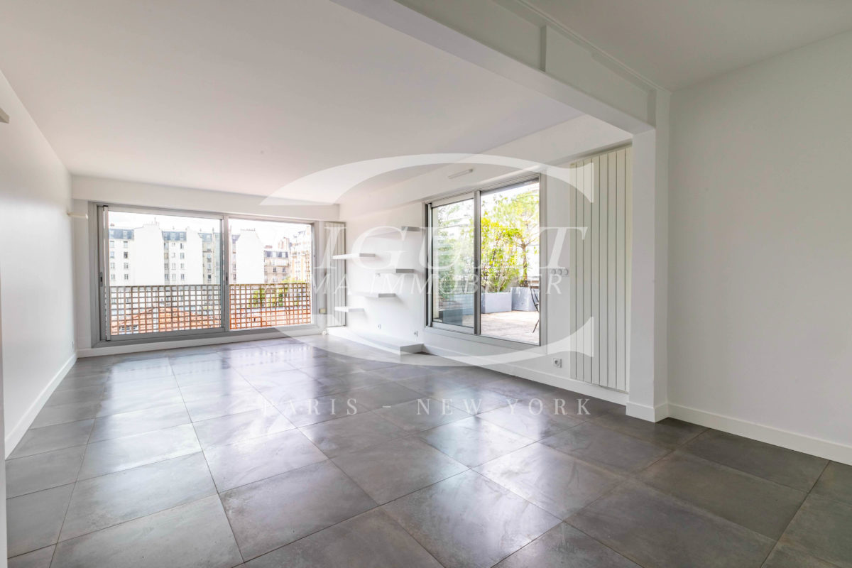 EXELMANS/NESTLED IN GREEN SPACE WITH A ROOFTOP AND A WALK-ON TERRACE